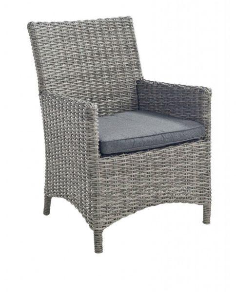 Luxe diningchair in de mooie wicker draad Corn. Deze natuurlijke tint is nauwelijks van het echt te onderscheiden. Deze tuinstoel heeft een hoge rug en een ruim zitvlak. Mede hierdoor is het zitcomfort zeer goed. Deze stoel wordt ook vaak voor binnen gebruikt. Zo luxe en mooi uitgevoerd dat deze ook niet misstaat in het interieur. Deze corn kleur is met vele verschillende tafels te combineren. Hout, natuursteen, betonlook, niets is te gek. Deze stoel wordt aangeboden inclusief het zitkussen. Dit kussen is gemaakt van een vuil-en waterafstotende polyester. De hoes is afritsbaar en dus nog te wassen. De tuinstoel bevat 4 slijtdoppen aan de onderzijde van de poten. Deze zijn nog vervangbaar. Kort samengevat: Corn wicker Inclusief kussen Goed zitcomfort