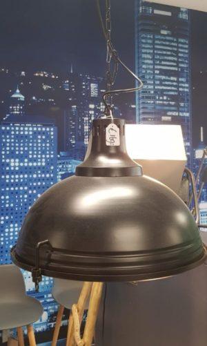 Hanglamp zwart industrieel showroommodel