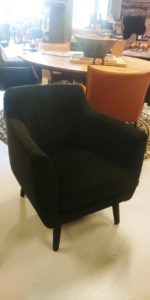 Mara fauteuil in stof showroomverlater