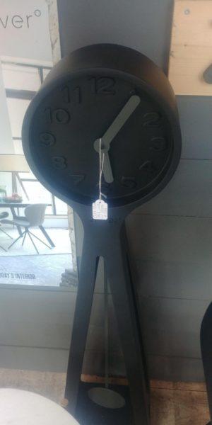 Zuiver Giant klok zwart showroommodel