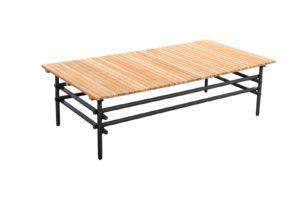 Ki betekent in boom in het Japans. Deze serie heeft kenmerkende ronde spijlen die als twijgen aan elkaar lijken te zijn geknoopt. Deze serie van het merk Yoi is uitgebreid. Het frame van aluminium heeft een grijze coating. Van de Ki serie zijn er verschillende salontafels en bijzettafels verkrijgbaar. Daarnaast is deze sidetable mooi te combineren met de sofa, loungechair of het ligbed uit de Ki serie. Het aluminium is licht in gewicht en daarom eenvoudig te verplaatsen. Het materiaal kan niet roesten en is daardoor uitermate geschikt om buiten te gebruiken. Het blad is gemaakt van teakhout. Een hoogwaardige houtsoort met een luxe uitstraling. In de productgalerij vind u de vele mogelijkheden van deze serie Ki van het tuinmeubelmerk Yoi. Daarnaast is deze serie eenvoudig te combineren met andere series uit de Yoi collectie. U vind in onze collectie een groot aanbod aan bijzettafels gemaakt van aluminium. Kom eens een kijkje nemen bij Vivaldi XL in Zevenaar en laat u ook verrassen door de vele mogelijkheden!